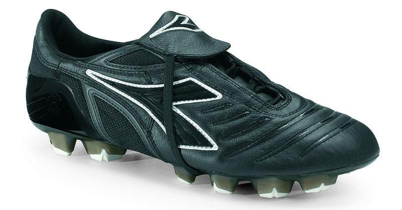 Diadora Maracana indoor soccer shoes
